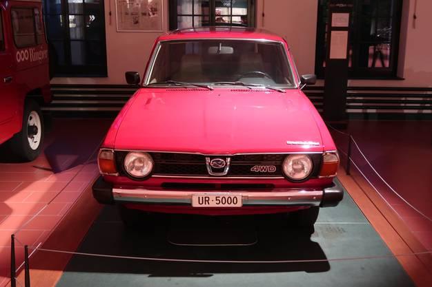 Eines der vielen Prunkstücke ist der rote Subaru von Bernhard Russi mit dem Kennzeichen UR 5000