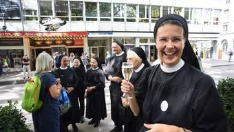 Die Nonnen des Klosters Fahr gehen ins Kino.