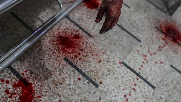 Blutflecken in einem Spital nach Luftangriffen auf das Rebellengebiet Ost-Ghuta. (Archiv)
