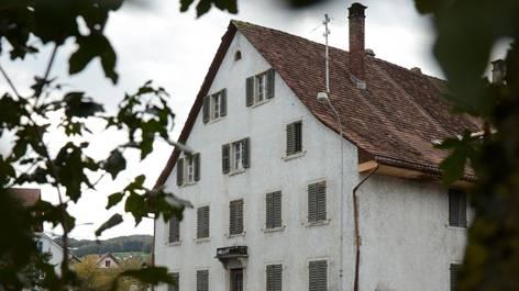 Eine Gruppe von Parlamentariern will, dass der Kronenplatz inklusive «Altem Bären»Volkseigentum bleibt.