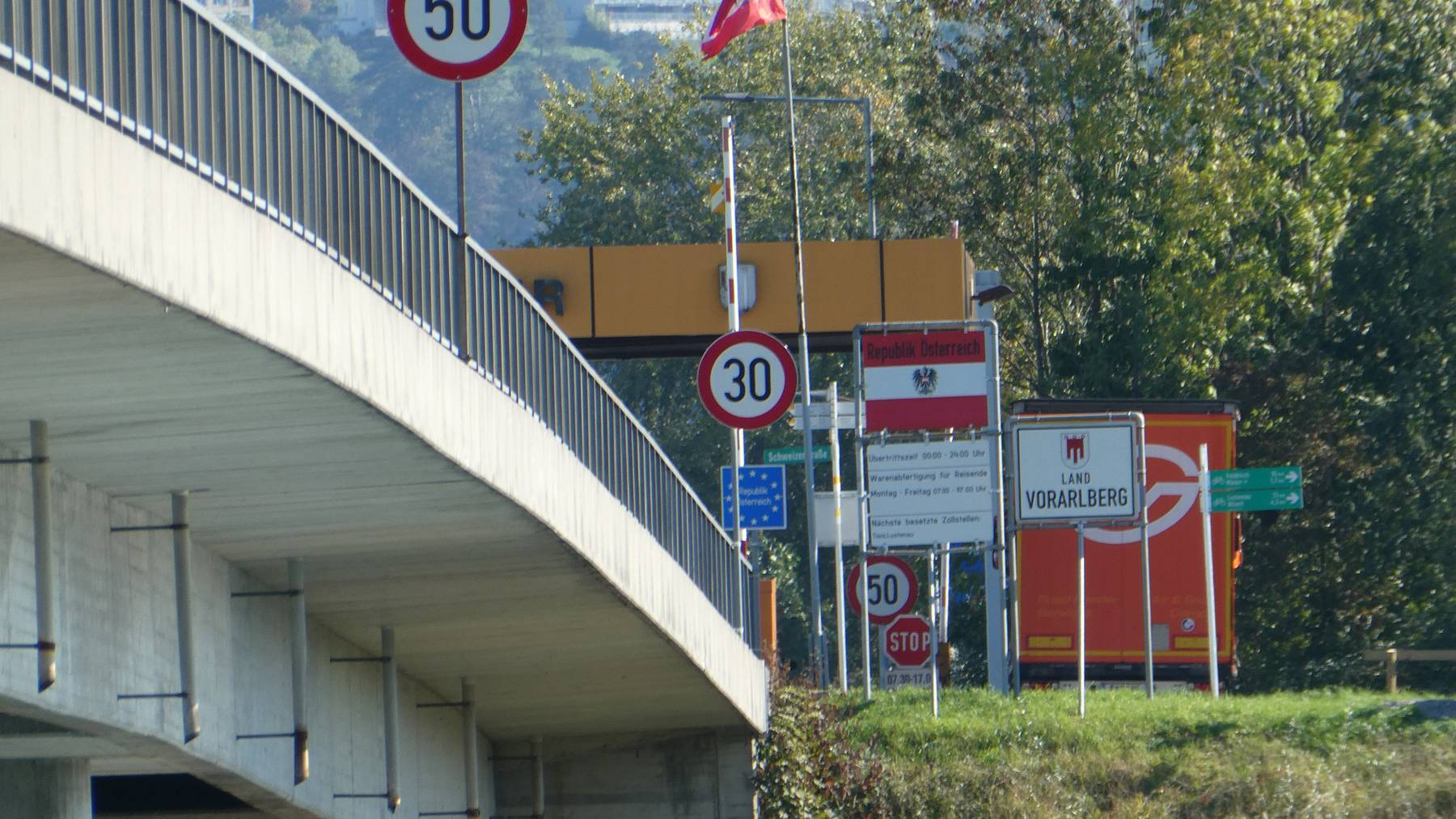 Wegen Sanierungsarbeiten ist die Kriessern-Mäder-Brücke von Juni bis Oktober gesperrt.
