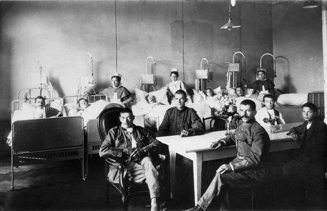Die Spanische Grippe war die letzte Epidemie vor Corona, welche die Schweiz heimsuchte. Im Bild: Ein Lazarett mit Grippe-Kranken.