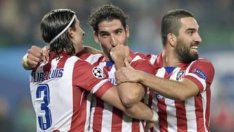 Filipe Luis, Raul Garcia und Arda Turan feiern Atleticos 1:0.