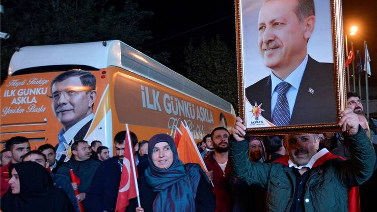 AKP-Anhänger feiern ihren «grossen Meister Erdogan».DENIZ TOPRAK/Keystone