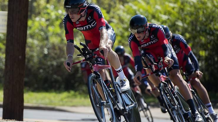 Die beiden Schweizer Silvan Dillier und Stefan Küng gewinnen mit dem Team BMC WM-Gold im Teamzeitfahren