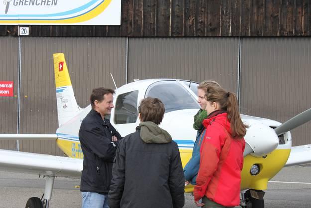 Bevors ans Eingemachte geht, stellen sich die Piloten der Schüler vor
