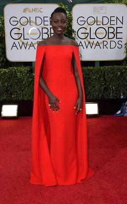Die kenyanisch-mexikanische Schauspieelrin Lupita Nyong'o  überzeugte in einem wunderschönen Cape-Kleid von Ralph Lauren.