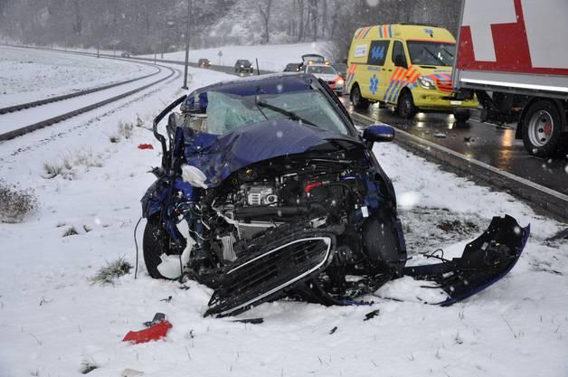 Auf der Autostrasse in Oensingen kam es zu einer seitlich-frontalen Kollision.