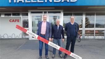 Gemeinderat Erich Lüdi (v.l.), Gemeindeammann Hans Peter Dössegger und Thomas Weber, Geschäftsinhaber der Energie und Haustechnik Weber AG. sga