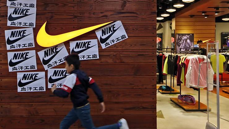Aufgrund der Schliessung von Nike-Geschäften in Asien während der Ausbreitung des Coronavirus erwartet der Sportartikelhersteller einen rückläufigen Geschäftsgang. (Archivbild)