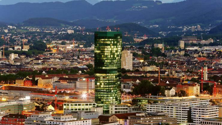 Wie viele Hypothekarkunden gerieten bei einem Zinsanstieg finanziell in Schieflage? Im Bild: Der Prime Tower in Zürich.