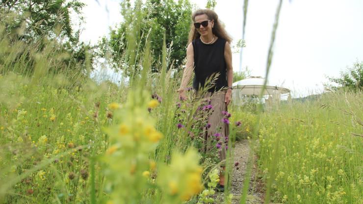 Astrid Gebert ist glücklich über ihre Magerwiese, entdeckt täglich Neues und empfiehlt sie allen weiter.