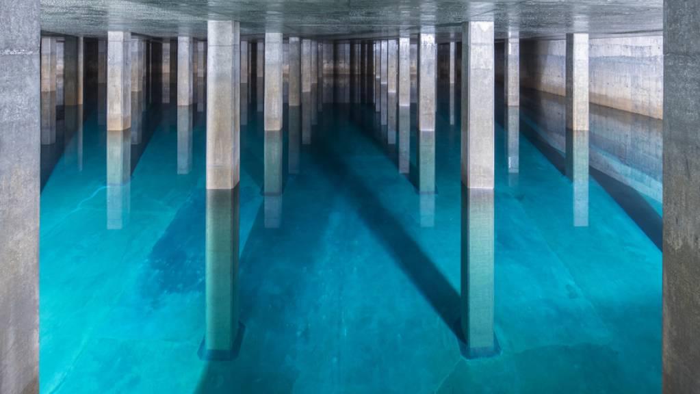 80 Prozent des Trinkwassers in der Schweiz werden aus Grundwasser gewonnen. Es gilt für Chlorothalonil ein Höchstwert von 0,1 Mikrogramm pro Liter. Dieser wird vielerorts überschritten. (Archivbild Wasserreservoir der Stadt Zürich)