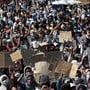 Protestierende Moria-Flüchtlinge auf Lesbos.