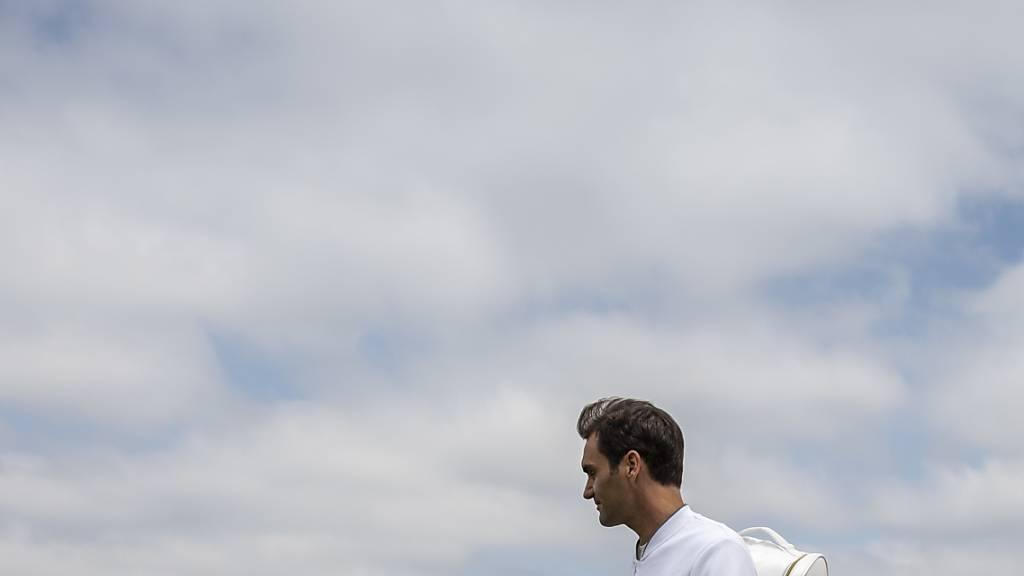 Grand-Slam-Sieger ausser Dienst: Roger Federer zog es während seiner Rehabilitation erst einmal auf einen Tennisplatz