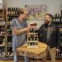 Kennen sich mit Bier aus: Bierfabrik-Verkäufer Yves Bruggisser (l.) und Sommelier Martin Droeser.