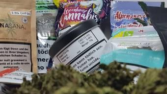 Im Onlineshop von Mike Roth gibt's Cannabis-Blüten, Öle und Zubehör.
