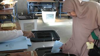 Ägyptische Frau bei der Stimmabgabe (Archiv)
