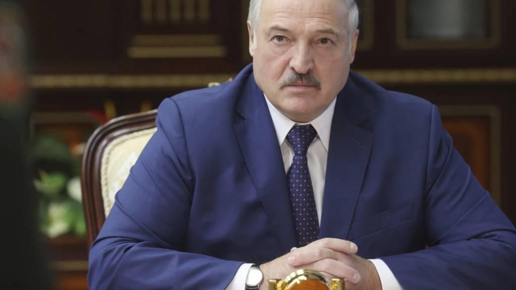 Lukaschenko war bei der Präsidentenwahl vor einem Jahr trotz massiver Fälschungsvorwürfe zum Sieger erklärt worden. Foto: Nikolay Petrov/BelTA/AP/dpa