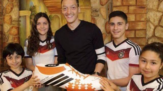 Hat ein Herz für Kinder: Mesut Özil (Archiv)