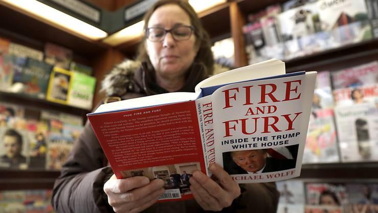 """Das Enthüllungsbuch """"Fire and Fury: Inside the Trump White House"""" soll als TV-Serie verfilmt werden. Autor Michael Wolff ist als Produzent fungieren. (Archivbild)"""