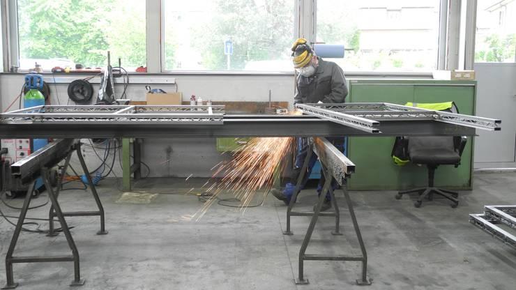 Die Arbeit in der Surber-Metallbau AG geht auch am Tag der offenen Tür weiter.