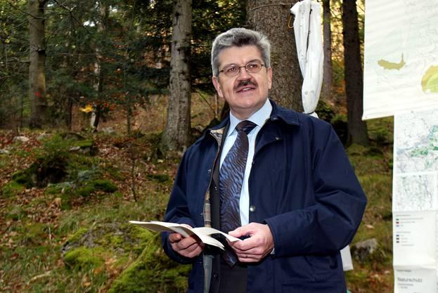 Als Finanzdirektor war ich damals auch für Wald, Jagd und Fischerei verantwortlich. 2002 schufen wir aufgrund des neuen Waldgesetzes Waldreservate. Wir starteten im Waldreservat Egg-Königstein in Erlinsbach eine grosse Auslichtungsaktion. Das Fällen von 1000 m³ Holz sollte seltenen Reptilien, Schmetterlingen und Felspflanzen sonnigere Lebensräume verschaffen. (Bild: André Albrecht)