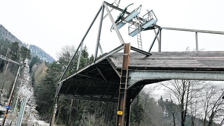 Talstation: Aus Sicherheitsgründen musste das Seil der seit November stillgelegten Sesselbahn Oberdorf–Weissensrein entfernt werden. Felix Gerber