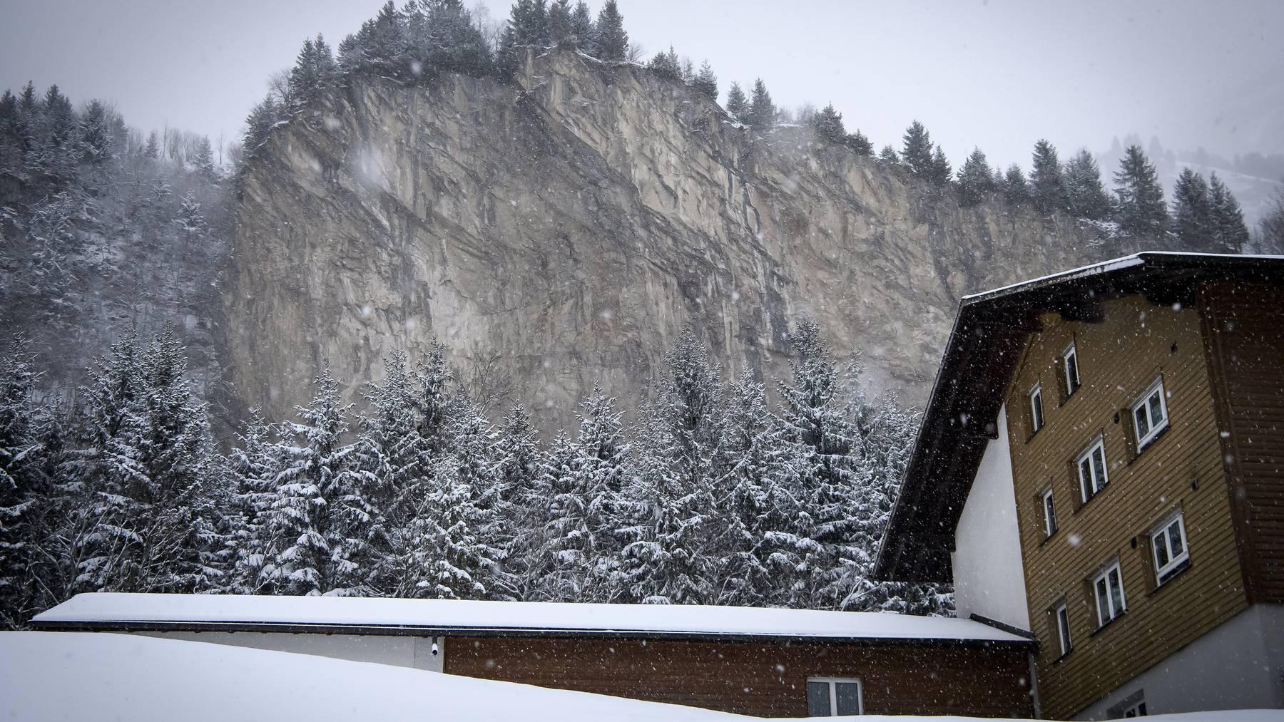 Gefahr im Berg: Die Bewohner des Berner Weilers Mitholz müssen ihre Häuser während der zehn Jahre dauernden Räumung verlassen.