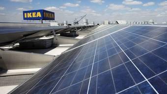 Solarpanel vor einer Ikea-Filiale in New York (Archiv)