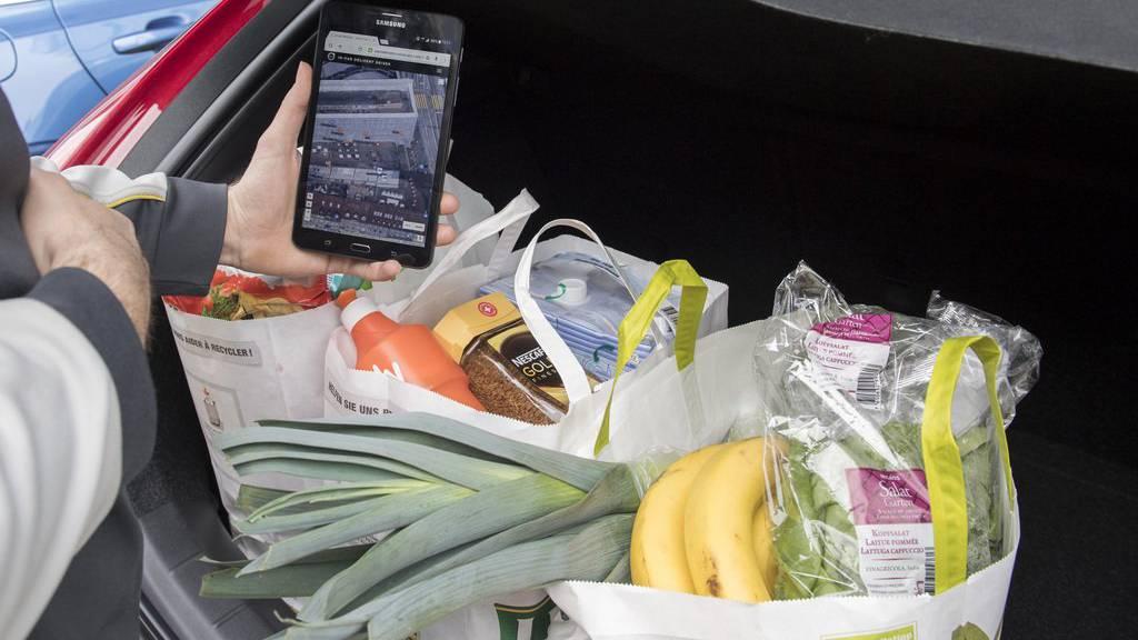 Je nach Technologie des Autos kann man sich die Einkäufe in den Kofferraum liefern lassen.