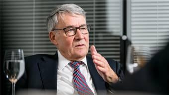 Post-Chef Urs Schwaller sagt, der Konzern prüfe Klagen gegen die Verantwortlichen im Postauto-Skandal.
