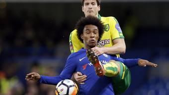 Norwich Timm Klose nimmt sich Chelseas Willian buchstäblich zur Brust