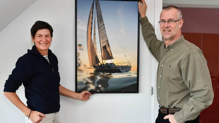 In Niedergösgen erinnert das Bild eines Segelschiffs daran, dass Andrea Brönimann und Boris Kulpe gerne auf Hoher See sind.