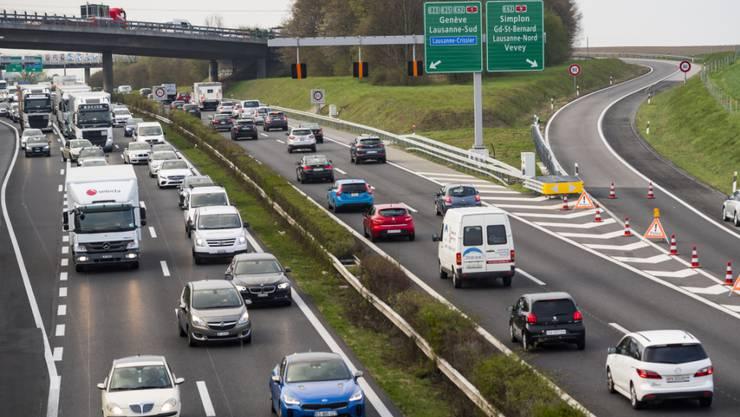 In der Schweiz wurden im September deutlich mehr neue Autos zugelassen als noch vor einem Jahr. Damals hatten allerdings neu eingeführte Abgasnormen Lieferschwierigkeiten zur Folge.(Symbolbild)