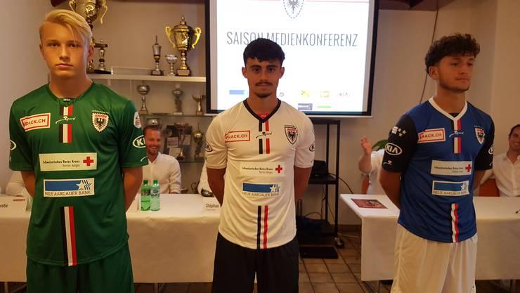 Goalietrikot, Heimtrikot, Auswärtstrikot (v.l.n.r.): So tritt der FC Aarau in der neuen Saison auf