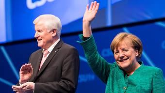 Horst Seehofer und Angela Merkel sind sich in der Migrationspolitik nicht einig.