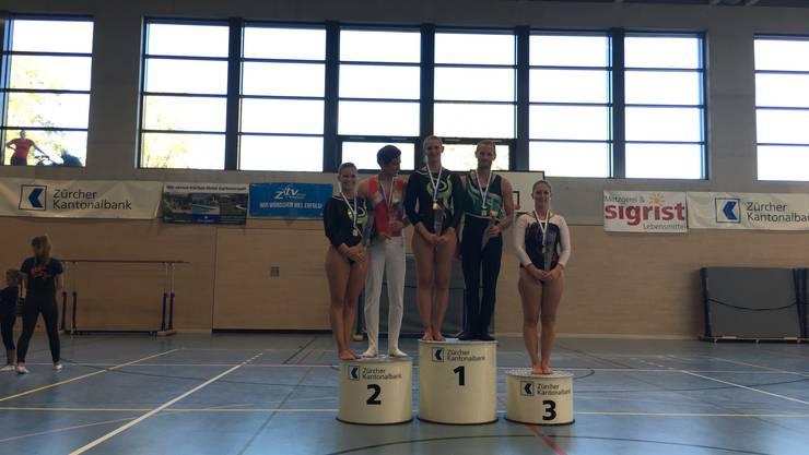 Maya Keller und Nathalie Schneider konnten sich beide souverän für die Einzel- und Mannschafts-SM qualifizieren.