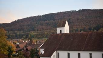 Bleibt die Kirche im Dorf, wenn der Tag später eingeläutet wird? Diese Frage beschäftigt Hofstetten-Flüh und viele andere Gemeinden.