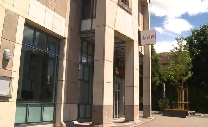 Auch die UBS-Filiale an der Landstrasse in Wettingen überfiel er. Insgesamt erbeutete er einige Tausend Franken.