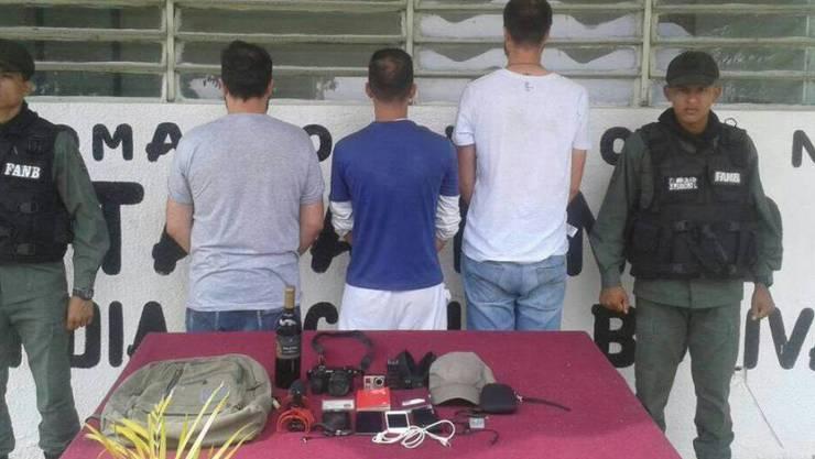 Laut dem Nationalen Journalistenverband Venezuelas SNTP hatten die drei Journalisten versucht, Recherchen in einem Gefängnis im Bundesstaat Aragua durchzuführen. Die drei hatten offenbar nicht autorisierte Aufnahmegeräte dabei.