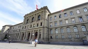 Im Vergleich liegt Zürich im Bereich tertiäre Schulbildung vor Genf (44 Prozent), Bern (43 Prozent), Basel (38 Prozent), St. Gallen (31 Prozent) oder dem Schweizer Durchschnitt von 29 Prozent. Blick auf das Hauptgebäude der ETH Zürich. (Archivbild)