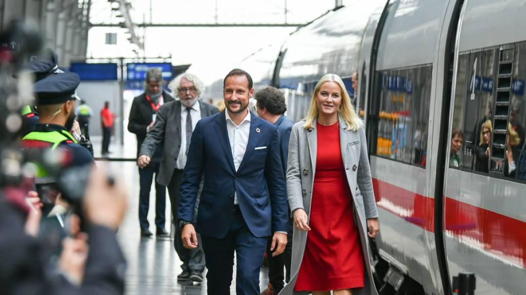 Royals Haakon und Mette-Marit besuchen Frankfurt