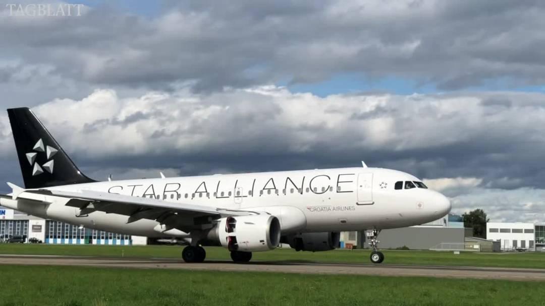 Kroatische Fussballspieler landen mit Airbus 319 auf Flugplatz Altenrhein