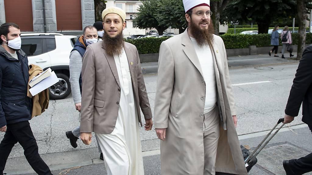 Die Angeklagten Qaasim Illi (links) und Nicolas Blancho haben vor dem Strafgericht keine Ausagen gemacht. (KEYSTONE)