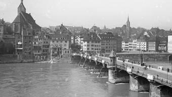Die um 1223-1225 gebaute Alte Mittlere Rheinbrücke war über Jahrhunderte ein wichtiger Verkehrsweg, der den Aufstieg der Stadt ermöglichte. Erst 1903 wurde sie durch das heutige Bauwerk ersetzt.