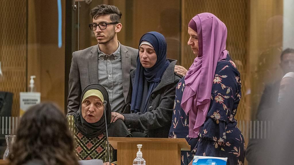 Die Familie von Ata Elayyan, die bei den Moscheeangriffen im März 2019 getötet wurde, vor dem Obersten Gerichtshof. Foto: John Kirk-Anderson/Fairfax/dpa