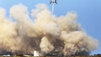 SpaceX hat erfolgreich einen Prototyp für seine Schwerlastrakete getested. Mit einem ähnlichen Gerät sollen einst Menschen und Fracht zum Mond und Mars gebracht werden, meldet das Unternehmen.  (Foto: Miguel Roberts/The Brownsville Herald via AP)