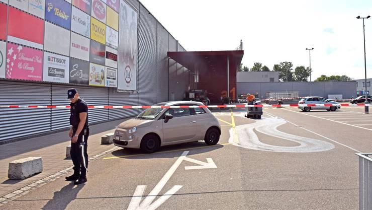 Versuchter Mord oder schwere Körperverletzung: Das Bezirksgericht Zofingen muss über die Messerstecherei vom 1. September 2016 vor dem a1 in Oftringen urteilen.