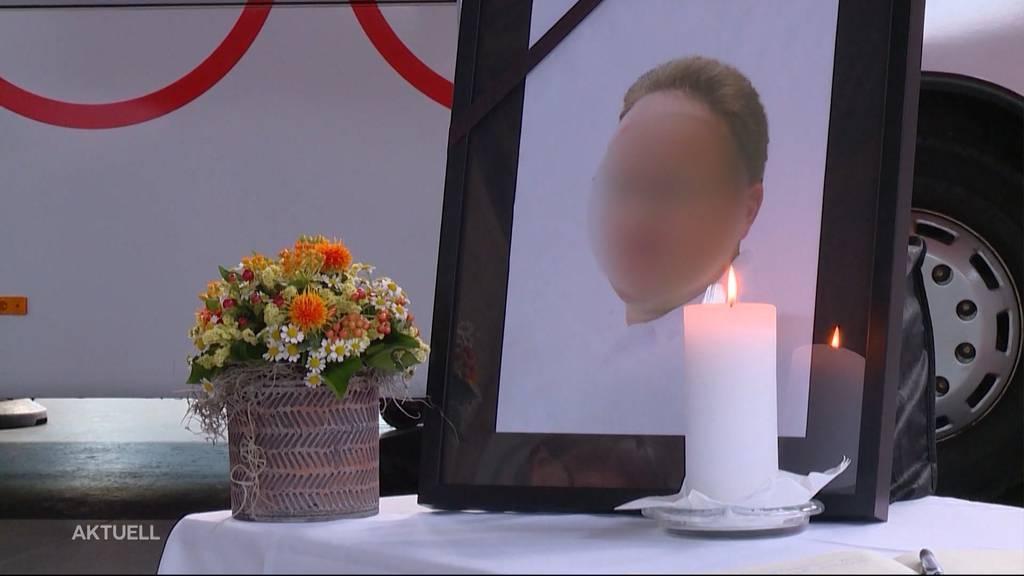 Auch Wut gegen SBB bei Traueraktion nach Zugtür-Drama
